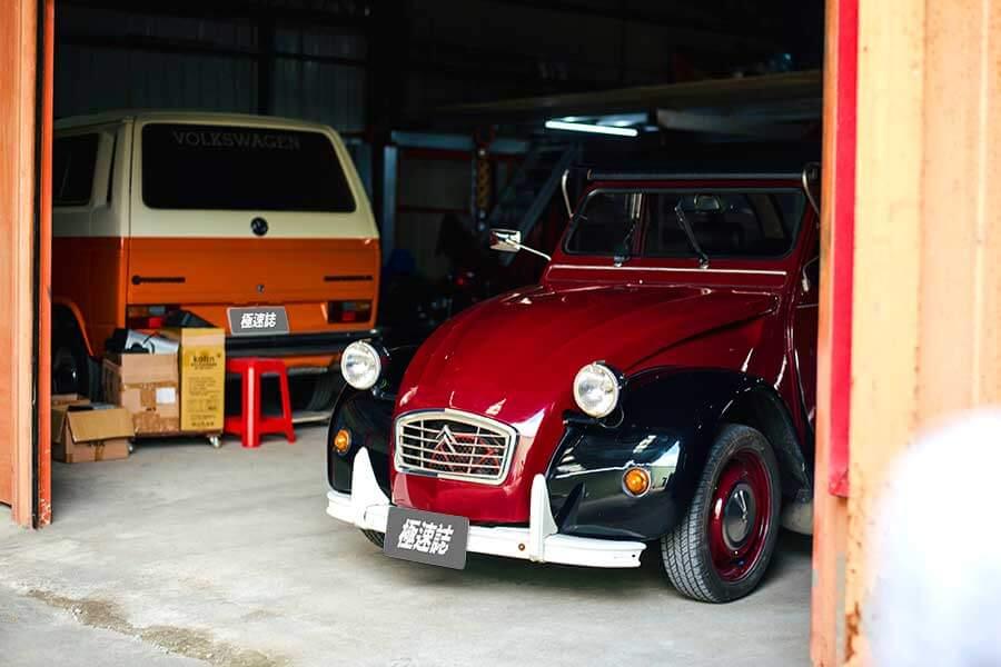 我們決定,開著很有未來感的Grand C4 SpaceTourer,去拜訪兩位在那個年代就看起來很未來的兩部車。