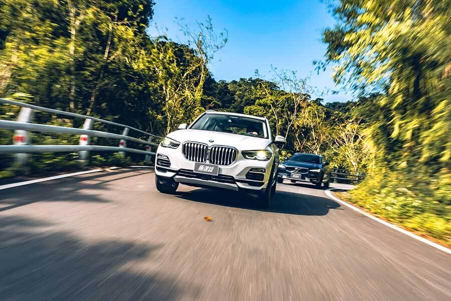 告別寒冷的冬天,現在TG開著BMW X5、Volvo V90 Cross Country和Kia Grand Carnival三輛大車帶大家走走健康行程。