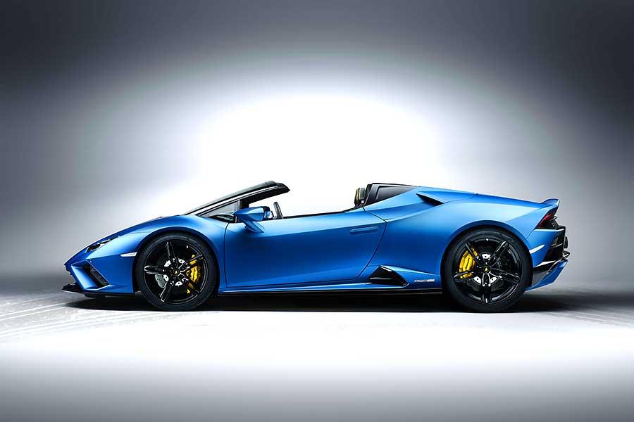 隔離解除,義大利蠻牛Lamborghini Huracan EVO RWD Spyder終於也能開心地大口呼吸新鮮空氣,用力地盡情奔跑。