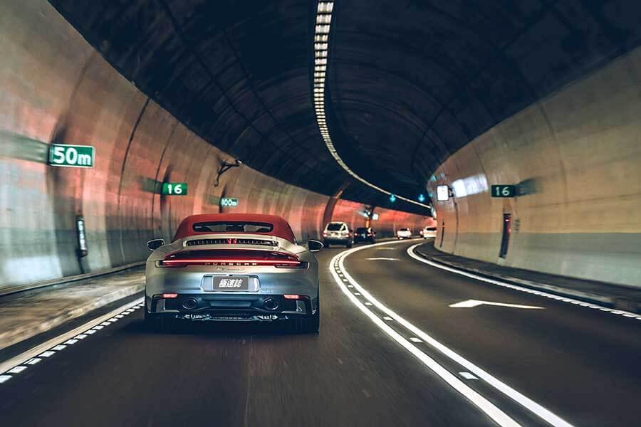 今天,就開著到Porsche 911 Carrera S Cabriolet處逛逛吧。