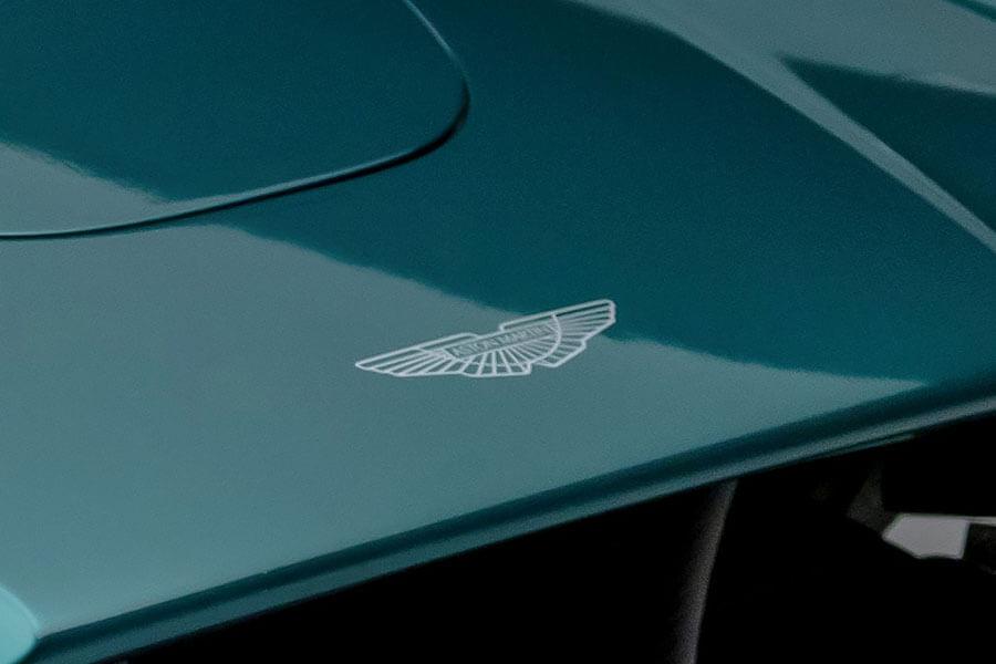 天真以為這些徽章都是隨車免費附贈的裝飾?它們有個可是比一輛進口車還貴呢!